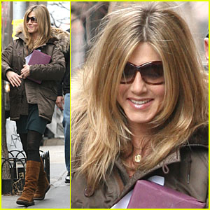 jennifer-aniston-breaks-baster