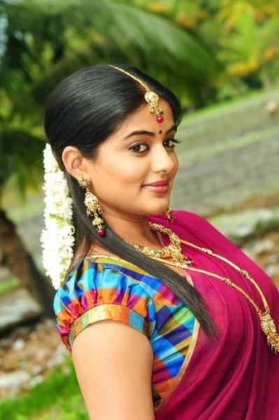 Priyamani_Hot_Saree_Stills_10_