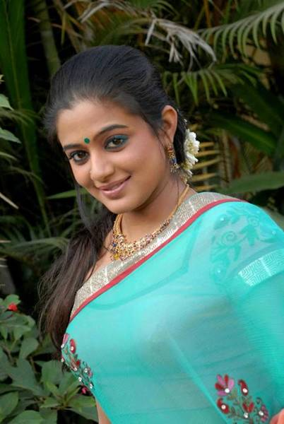 Priyamani_Hot_Saree_Stills_4_