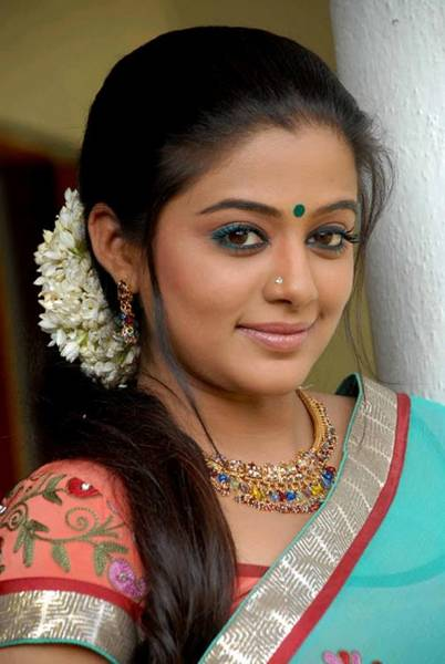 Priyamani_Hot_Saree_Stills_6_