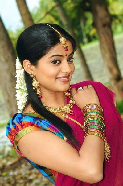 Priyamani_Hot_Saree_Stills_9_