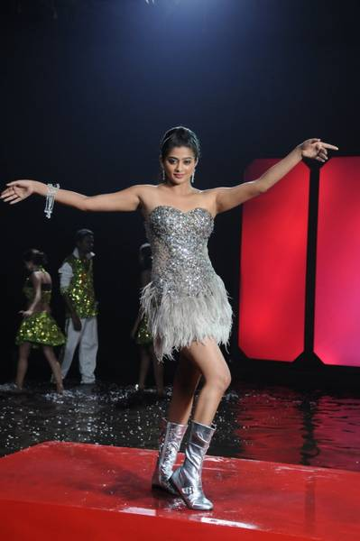 priyamani hot stills in chandi