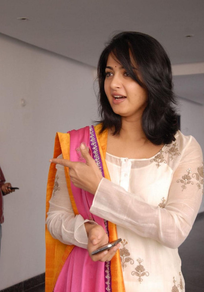 anushka-photos-at-damarukam-10