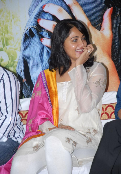 anushka-photos-at-damarukam-5