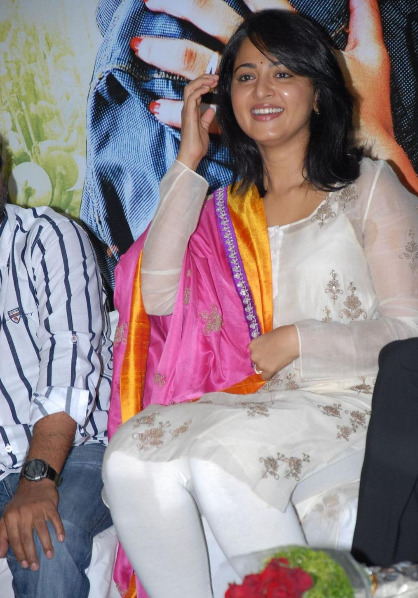 anushka-photos-at-damarukam-6