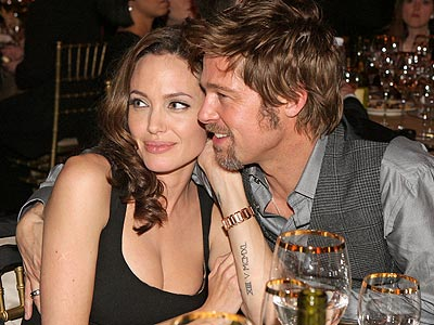 Brad-Pitt-and-Angelina-Jolie-at-table
