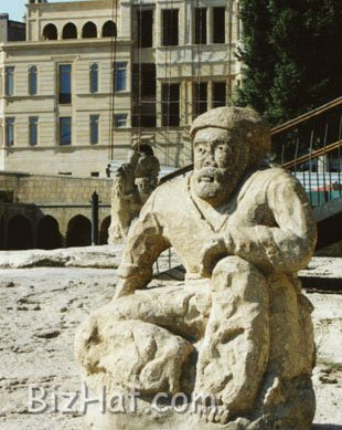 statue_on_market_square