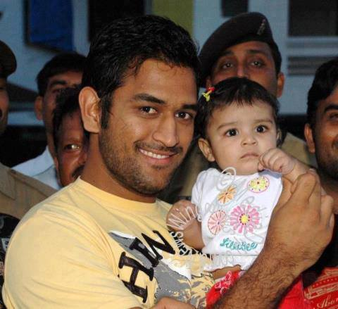 MS_Dhoni_with_his_Cute_Daughter_