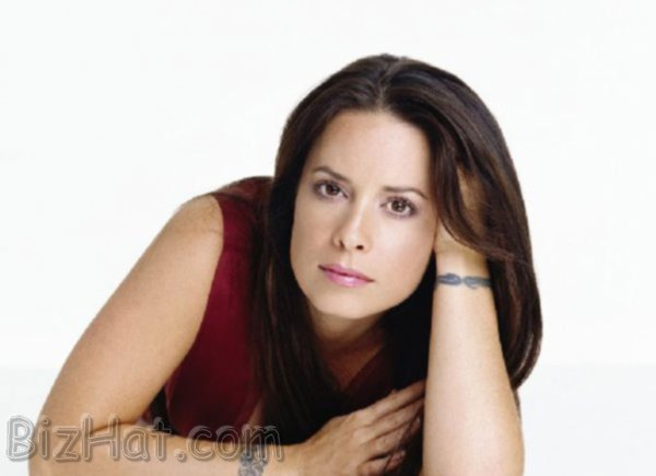 Holly-Marie-Combs-35