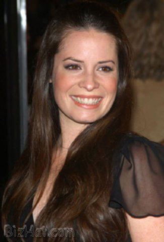 Holly-Marie-Combs-40