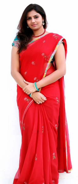 neeliya_cute_exclusive_pic_in_saree1