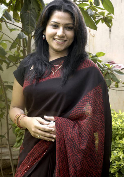 Jyothy_in_saree