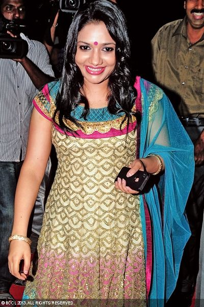 Rimi-Tomy-gorgeous-wedding-reception-Singer