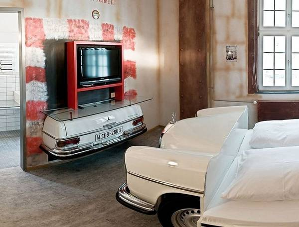 Amazing car hotel room