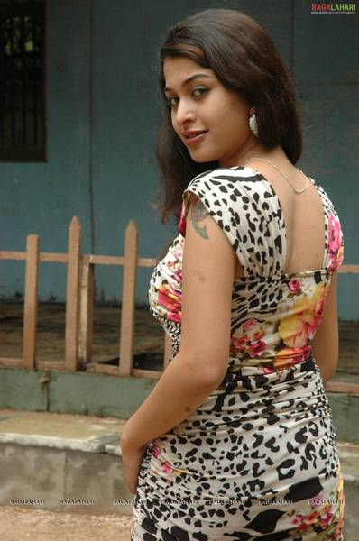 naga_sri_spicy_stills_3