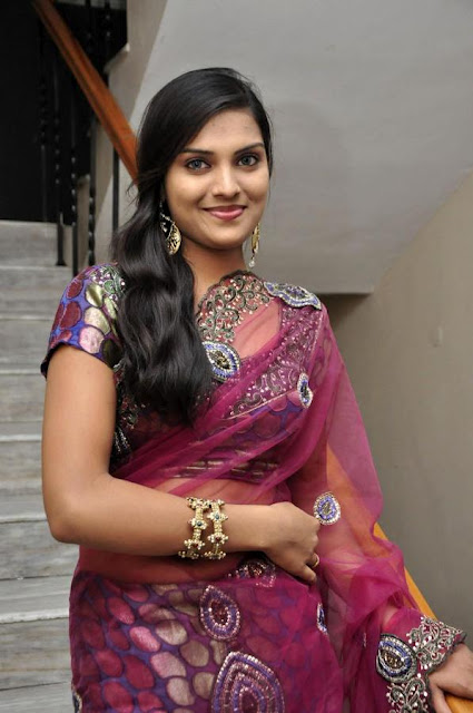 Cute Actress in Saree
