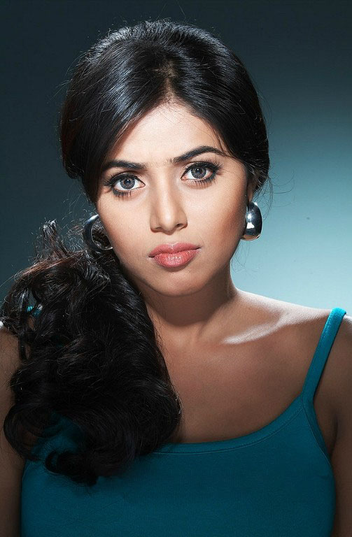 Hot Sexy Actress Shamna Kasim (Poorna) Photo Gallery