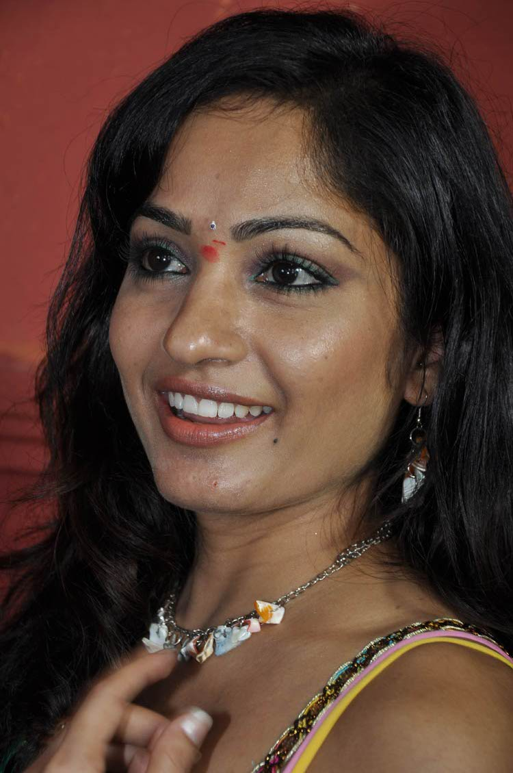 actress madhavi latha photos, madhavi latha latest stills, m