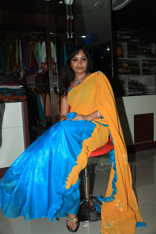 Telugu Actress Madhavi Latha Stills in Saree