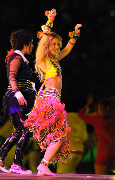 Shakira_sings_Waka_Waka_during_closing_ceremony_2VzQyRPZbTDl