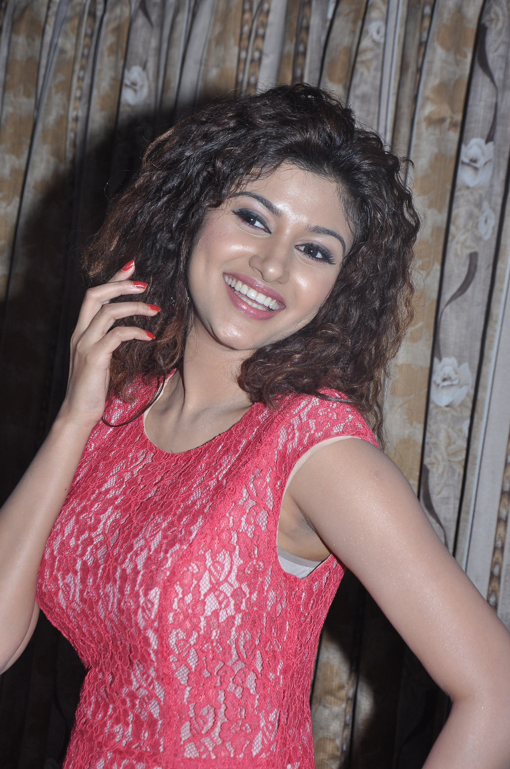 Tamil Actress Oviya Latest Sexy Photos