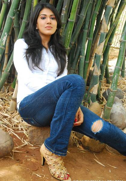 actress_in_jeans_83
