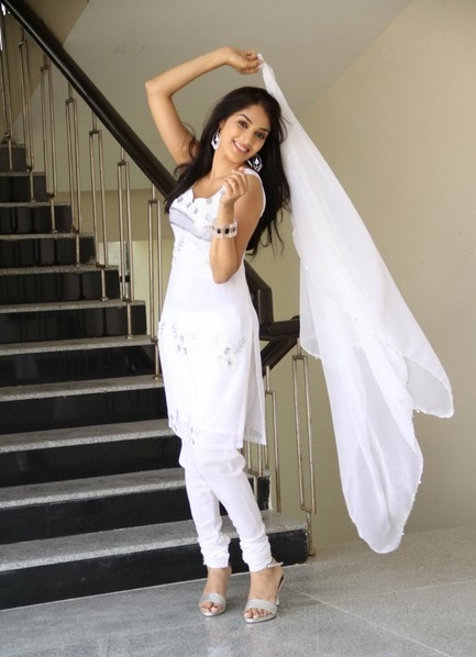 Telugu-Actress-Rithika-Cute-Stills-in-White-Dress-1