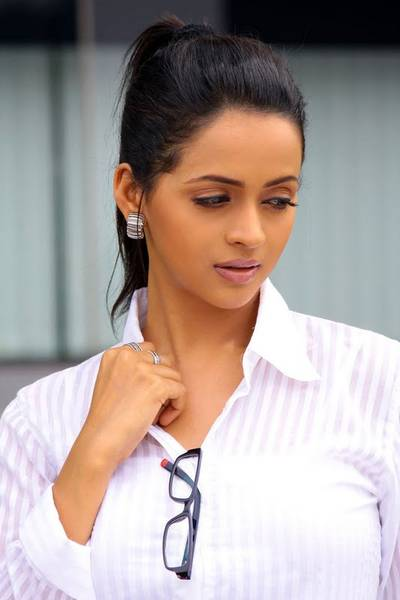 Bhavana-Cutest-Stills-in-White-Dress2