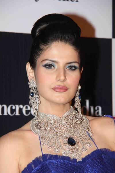 Zarine Khan Ramp Walk at IIJW