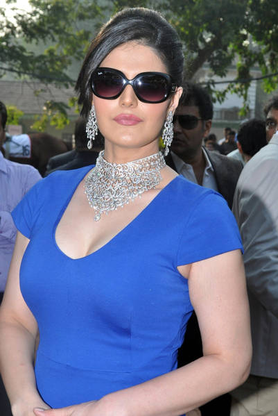 zarine-khan-latest-hot-stills-tollywoodtv_21_