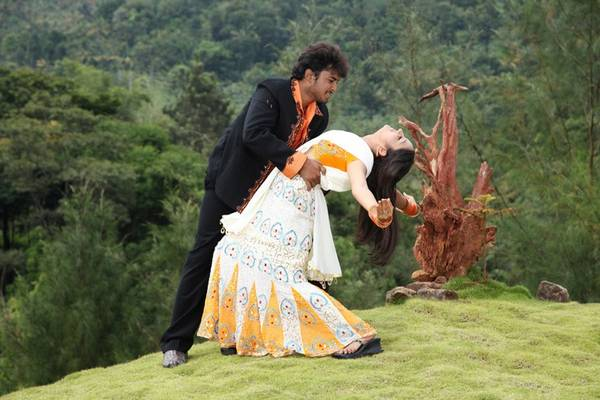 Manchivaadu Movie Stills
