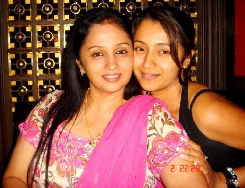 Trisha_with_Her_Mother_00
