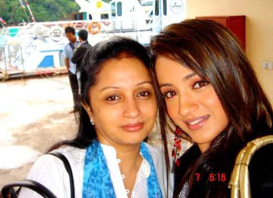Trisha_with_Her_Mother_01