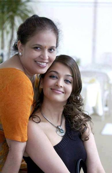Aiswarya_with_mother