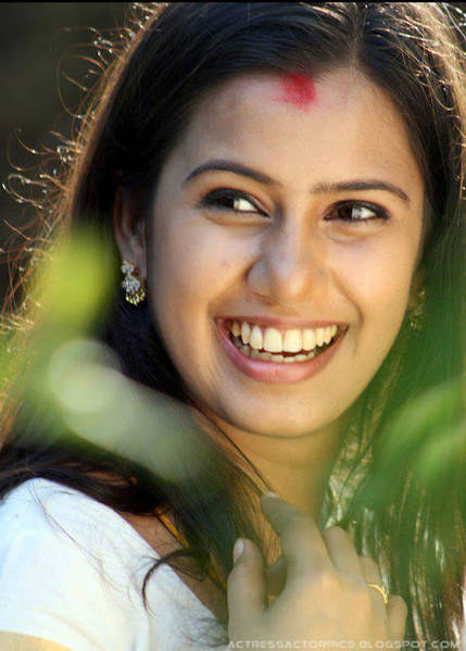 DEVIKA_NAMBIAR_Serial_Actress_Pictures-a1