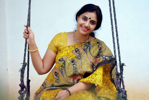 Methil_Devika_stills