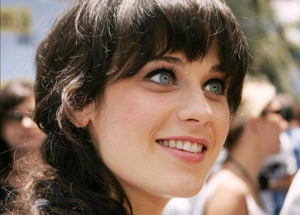zooey-deschanel-smile-wallpaper