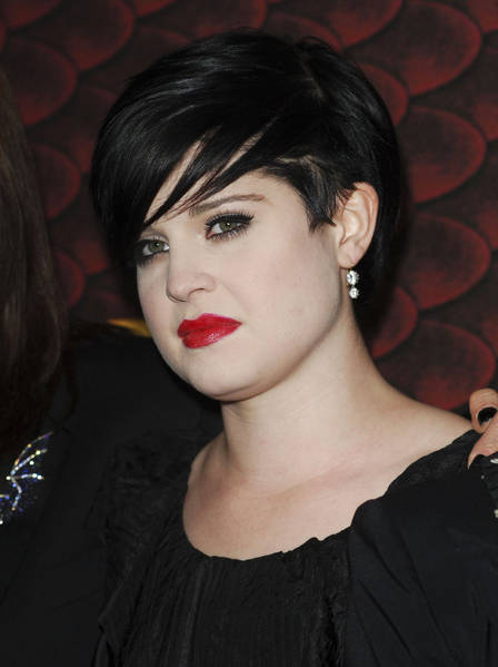 kelly_osbourne_red_lips_pale_s