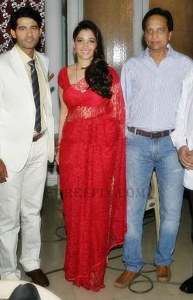 Tamanna-saree-Its-entertainment-movie-muhurat-004
