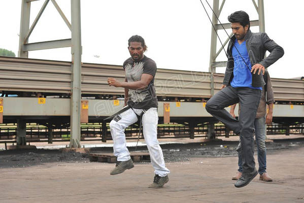 yevadu-movie-working-stills19