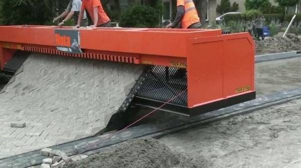 The Incredible Road Building Machine