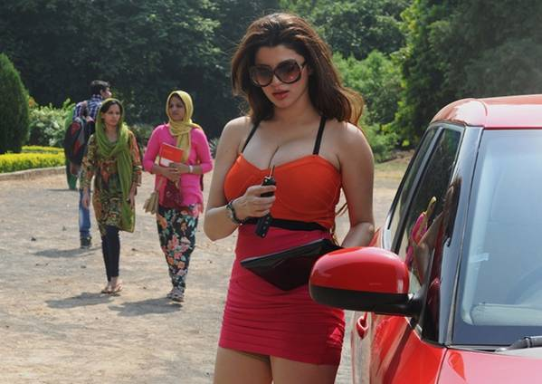 kainaat-arora-still-from-grand-masti_0