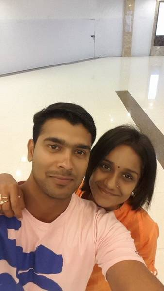 Vivek_Gopan_with_wife