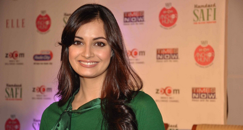 dia-mirza-launches-zoom-anchor-hunt-2011-stills012