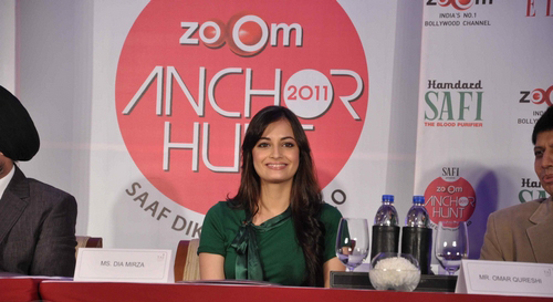 dia-mirza-launches-zoom-anchor-hunt-2011-stills015