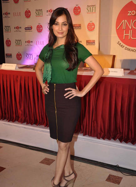 Dia Mirza Launches Zoom Anchor Hunt 2011 Pictures